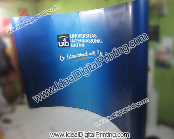 Backwall/ Backdrop portable 3x4 curve Universitas international Batam