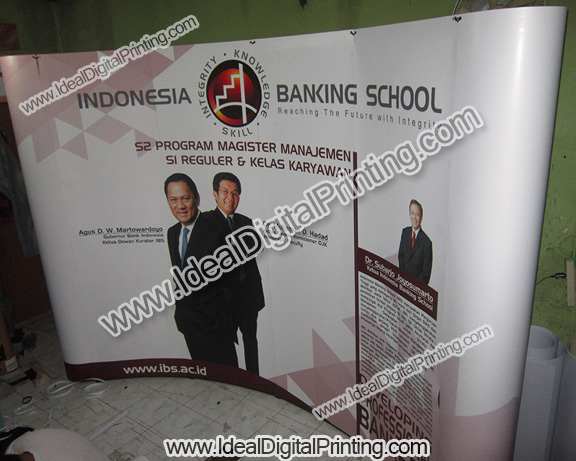 Backdrop/ Backwall dan pop up table  Indonesia Bisnis School